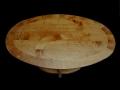 Table érable teinté ying et yang sur un ovale.