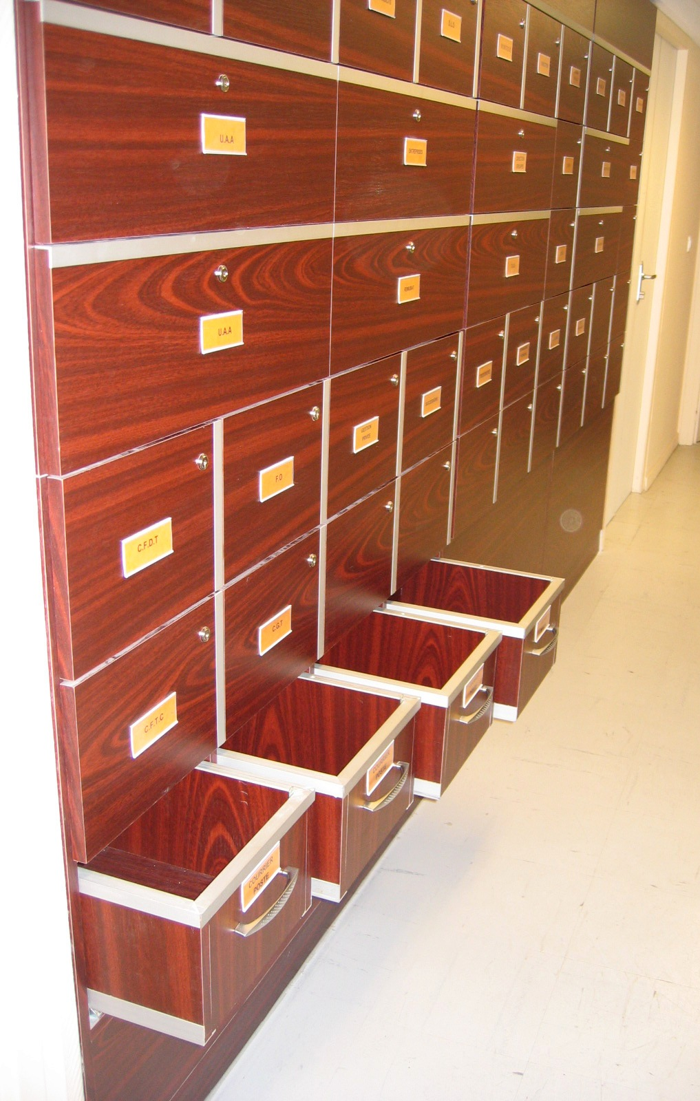 fabrication bureau sur mesure armoire et am nagement bureau professionnel toulouse. Black Bedroom Furniture Sets. Home Design Ideas
