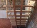Escalier sur double crémaillère centrale en hêtre vernis incolore avec lisses en aluminium