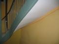Sous face d'un escalier en MDF peint en remplacement de lattis trés ancien