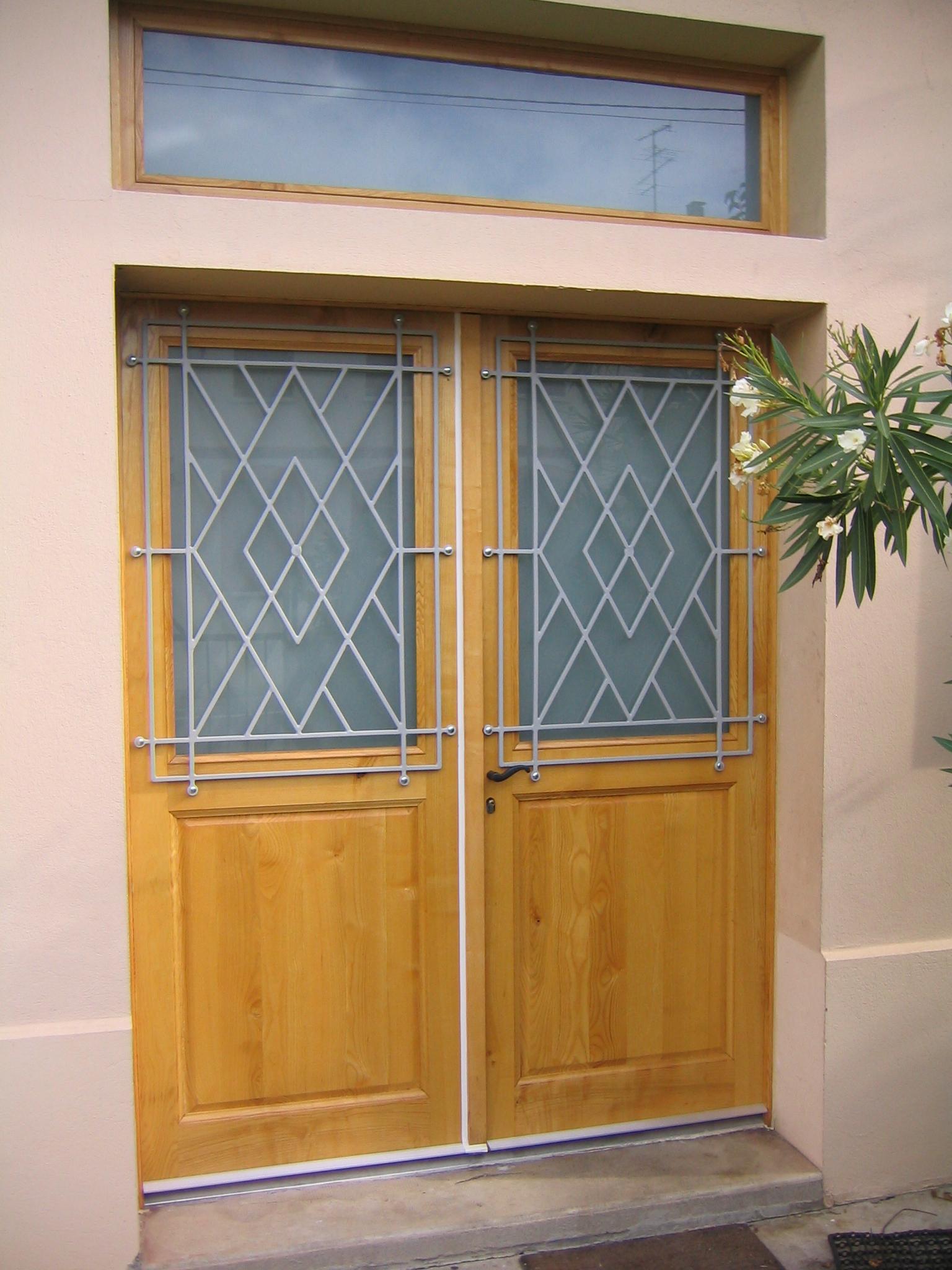 Fabrication et pose de porte bois sur mesure porte for Menuiserie exterieur