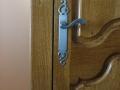 Porte en chêne teintée et vernie