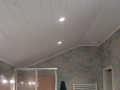 Plafond en lambris vernis blanchi pose avec couche d'isolant