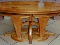 Table modulable en érable teinté.