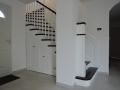 Escalier-de-style-américain-en-hêtre-teinté-ébène-et-hêtre-peint-1