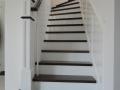 Escalier-de-style-américain-en-hêtre-teinté-ébène-et-hêtre-peint-2