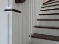 Escalier-de-style-américain-en-hêtre-teinté-ébène-et-hêtre-peint-3