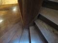 Changement des marches sur escalier tournant à la française avant peinture des plinthes rampantes