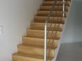 Escalier en chêne vernis nez de souris replaqué sur ancien escalier en béton