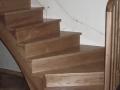 Escalier anglais en frêne teinté et verni